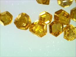显微镜下的人造金刚石.jpg
